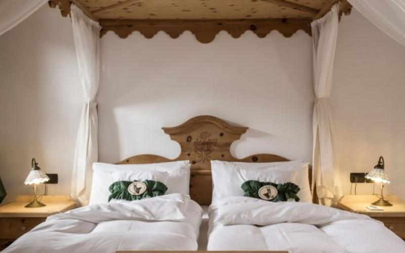 Alpen suite madonna di campiglio member of virtuoso for Boutique hotel alpen